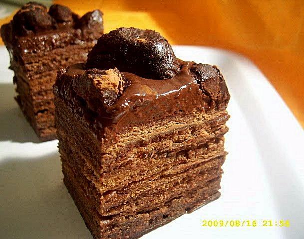 Tort cu foi si trufe de ciocolata