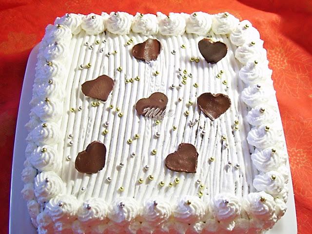 Tort cu ciocolata onat cu frisca