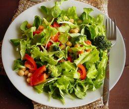 Salata cu broccoli si naut