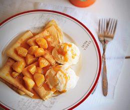 Clatite cu ananas caramelizat