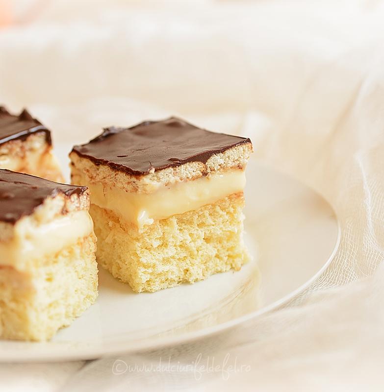 Prajitura cu crema de vanilie si biscuiti