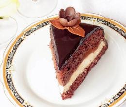 Tort cu mousse de iaurt si ciocolata – La multi ani tata!