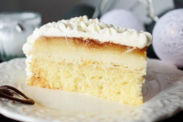 Tort cu crema de zahar ars si cocos